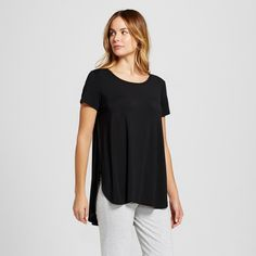 Slip into a sweet, stylish sleep in the Women's Nursing Sleep Tee - Gilligan & O'Malley™. This spacious maternity pajama top offers easy access for nursing and a non-restrictive design you'll never want to take off.