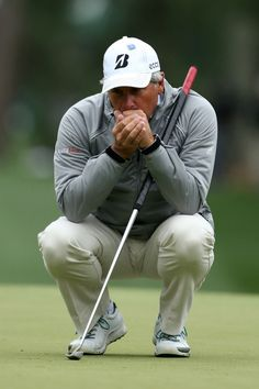 Fred Couples eyes up a putt at the 2012 Masters