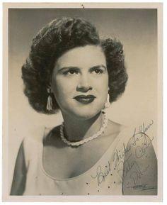 Patsy Cline: One of Country Music's Best Singers 1 Country Women, Country Blue, Country Music Artists, Country Singers, I Fall To Pieces, Country Videos, Patsy Cline, Matchbox Twenty, Batman Birthday