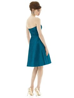Richly textured peau de soie defines the A-line silhouette of Dessy Alfred Sung D632 bridesmaid dress, decked with a framed strapless sweetheart neckline. Ruched panels sculpt the bodice, which tapers into the natural waist. From there, the gracefully flared skirt begins flowing towards the knees complete with side pockets. Set includes optional spaghetti straps.