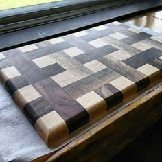 Weaved cutting board #diycuttingboard End Grain Cutting Board, Diy Cutting Board, Wood Cutting Boards, Wood Projects That Sell, Diy Wood Projects, Wood Crafts, Woodworking Box, Easy Woodworking Projects, Wooden Chopping Boards