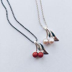De fåes også i sølv 👍 #cherryberry #cherry #kirsebær #coral #koral #freshwaterpearls #ferskvandsperler #gold #guld #silver #sølv #diamond #diamant #smykker #jewelry #jewellery #guldsmed #jeweller #goldsmith #handcrafted #handmade #danishdesign #guldsmedlouisedegn