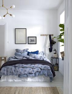 makuuhuone,sininen,taulut,taulu,naulakko