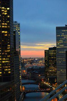 "about-usa: ""Chicago - Illinois - USA (by LongitudeLatitude) "" New York Life, Nyc Life, City Aesthetic, Travel Aesthetic, City View Apartment, City Vibe, Dark Paradise, City Wallpaper, Dream City"
