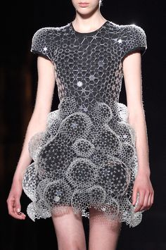 ENHANCE U FASHION DETAIL Iris van Herpen | Paris Fashion Week | Fall 2016 Runway Designers