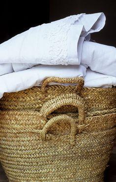 plenty of antique linens and french market baskets Sweet Home, Fresh Farmhouse, Modern Farmhouse, Linens And Lace, White Linens, Market Baskets, Basket Bag, Rattan, Seagrass Baskets