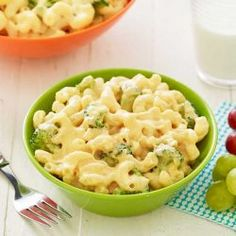 Ranch Mac 'n Cheese - Creamy Recipe We kicked up the flavor on this kid-friendly favorite 1 pound gemelli or elbow pasta (gemelli or elbow tablespoons Mac Cheese Recipes, Potato Recipes, Macaroni And Cheese, Chicken Recipes, Hidden Valley Recipes, Pea Salad Recipes, Appetizer Recipes, Appetizer Dishes, Appetizers