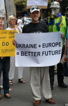 Ukrainian-Australians show their support for the demonstrators in Ukraine - Feb 2014