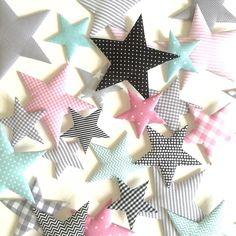 Sternenregen Habt ein schönes Wochenende!!! #norabellahome #stoffsterne #sterne #handmade #handgemacht #handmadewithlove #dawandashop #girlsroom #mädchenzimmer #kinderzimmerdeko #babyzimmerdeko