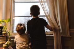 Disfraz casero de dinosaurio para niños | La agenda de mamá - Blog de embarazo, maternidad y familia Le Divorce, Facing Fear, Girl Standing, Going Back To School, Business For Kids, Our Kids, Family Activities, Life Skills, Behavior