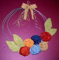 By hand MK. (my own creations) Δια χειρός Μ.Κ. (δίκες μου δημιουργίες).  Το στεφάνη είναι φτιαγμένο από γαλβάνιζε σύρμα και  ύφασμα  σενιλ σπαγκο και λινατσα.