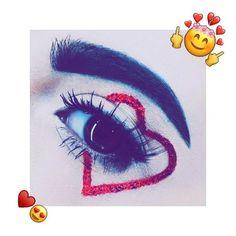 Alexis Bliss, Girls Eyes, Eye Makeup, Selfie, Mirror, Slip On, Hipster Stuff, Makeup Eyes, Mirrors