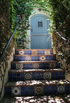Those steps and that door!