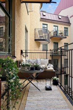 72 smart balcony designs with Scandinavian ideas - Camille Fernandez - smart balcony designs with Scandinavian ideas - Camille Fernandez - balkon balkonbepflanzen balkondeko balkondekoration Reduced garden chairs & balcony chairsNardi Bit Small Balcony Garden, Small Balcony Design, Small Balcony Decor, Outdoor Balcony, Balcony Ideas, Outdoor Decor, Modern Balcony, Apartment Balconies, Apartment Balcony Decorating