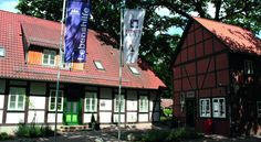 Hotel Am Kloster Wienhausen This hotel has a café serving delicious cakes, a sauna and offers free wired internet in guests' rooms. It is next to the 13th-century Kloster Wienhausen convent in the town of Wienhausen.