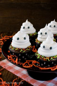 Ghost Brownie Cupcakes - a hidden Oreo cookie and Cool Whip ghost make these a fun and easy Halloween treat recipe!