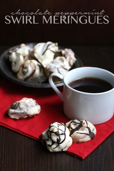 Personalized letters from Santa for your kids, courtesy of Safeway! And delicious low carb, low calorie chocolate swirl meringues for everyone on your list. These tasty grain-free cookies will be t… Low Calorie Chocolate, Sugar Free Chocolate, Chocolate Swirl, Low Carb Deserts, Low Carb Sweets, Peppermint Meringues, Keto Cookies, Low Carb Recipes, Baking Recipes