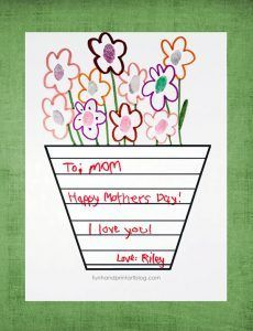 Simple card idea for Mother's Day, Grandparent's Day, & Valentine's Day: Printable Ladybug Handprint Template with moveable wings. The cute ladybug template and handprint craft can be printed for free. Mother Poems, Mothers Day Poems, Happy Mothers Day, Mothers Love, Butterfly Poems, Handprint Butterfly, Handprint Art, Mother's Day Activities, Nursery Activities