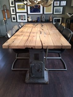 Stoere houten tafel met machine onderstel Dinning Room Tables, Wooden Dining Tables, Table And Chairs, Metal Furniture, Cool Furniture, Wood Table Design, Diy Outdoor Table, Home Decor Inspiration, Farmhouse Table