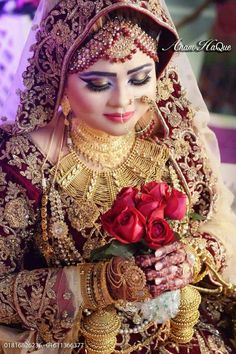 Fulfill a Wedding Tradition with Estate Bridal Jewelry Pakistani Wedding Outfits, Indian Bridal Outfits, Indian Bridal Makeup, Indian Wedding Couple Photography, Bridal Photography, Hindu Bride, Bengali Bride, Indian Bridal Photos, Wedding Photos
