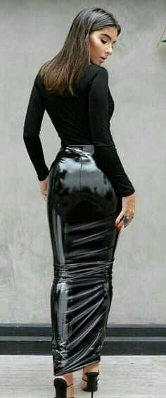 """loverofgorgeous:"""" From: Lover Of Gorgeous""""Wonderful latex hobble skirt. Latex Skirt, Latex Dress, Sexy Skirt, Dress Skirt, Sexy Rock, Black Leather Pencil Skirt, Hobble Skirt, Vinyl Clothing, Latex Girls"""