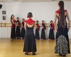 Escuelas para que los peques aprendan a bailar #sevillanas en la provincia de #Cádiz.