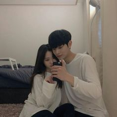 cute couple ulzzang 얼짱 pair cute kawaii adorable korean pretty beautiful hot fit japanese asian soft aesthetic g e o r g i a n a : 人 Hot Couples, Cute Couples Goals, Couples In Love, Couple Goals, Ulzzang Korean Girl, Cute Korean Girl, Ulzzang Couple, Japanese Couple, Korean Couple