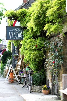 Vintage and Paint - shop in Stow on the Wold. Here you relax with these backyard landscaping ideas and landscape design. Places To Travel, Places To Visit, Stow On The Wold, English Village, Backyard Landscaping, Landscaping Ideas, English Countryside, British Isles, Signs