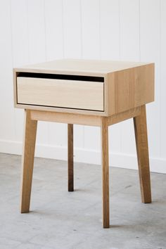 Solid White Oak Nightstand van hedgehouse op Etsy