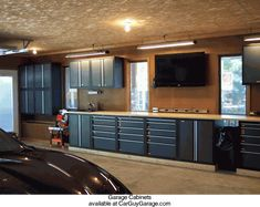Within the previous 10 years that unfavorable view of the garage has altered dramatically. Climatizing the garage has ended up being much more than an afterthought. Garage Velo, Garage Shed, Man Cave Garage, Garage Plans, Garage Workshop, Garage Doors, Garage Workbench, Car Garage, Workshop Cabinets