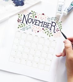 Happy almost November, everyone! I can't believe it - the month of my due date is upon us. Download this printable November calendar, and plan out your month in style.