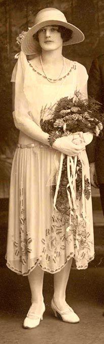 :::::::::: Vintage Photograph :::::::::: Bride in the Antique Wedding Dresses, Vintage Dresses, Vintage Outfits, Vintage Fashion, 1920 Dresses, Vintage Wedding Photos, Vintage Bridal, Vintage Weddings, Mode Vintage