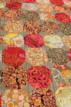 Kaffe Fassett snowball quilt by Janet Thornber. - Kaffe Fassett snowball quilt by Janet Thornber. Batik Quilts, Scrappy Quilts, Easy Quilts, Quilting Projects, Quilting Designs, Quilting Templates, Embroidery Designs, Snowball Quilts, Quilt Modernen