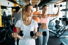 Researchers say that it is important to pick a workout that includes what motivates you to be able to stick with it, and actually achieve your weight loss and fitness goals. Fitness Goals, Health Fitness, Fitness Women, Fitness Sport, Faire Des Squats, Lose Weight, Weight Loss, Ulcerative Colitis, Healthy Lifestyle Changes
