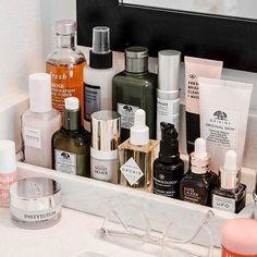 Makeup Bag Ross under Ikea Makeup Storage Dividers. Makeup Looks Hard Beauty Skin, Beauty Makeup, Makeup Blog, Makeup Tips, Face Skin Care, Clean Face, Shelfie, Do It Yourself Home, Beauty Room