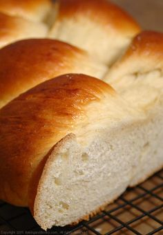 Pulla is a kind of cardamom spiced Scandinavian coffeebread. It's easy to make, and so delicious. Cooking Bread, Cooking Recipes, Apple Charlotte, Finnish Recipes, Yummy Treats, Yummy Food, Primal Recipes, Pastry And Bakery, It's Easy