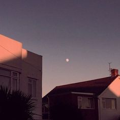 Creative, Minimalist and Cinematic Photography by Monty Kaplan Sky Aesthetic, Aesthetic Photo, Aesthetic Pictures, Grafik Design, Of Wallpaper, Aesthetic Wallpapers, Vsco, Grunge, Beautiful Places
