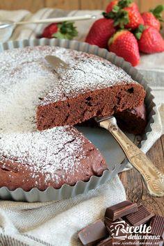 Torta al cioccolato supercioccolatosa ricetta e foto Chocolate Recipes, Chocolate Cake, Chocolate Lovers, My Favorite Food, Favorite Recipes, Plum Cake, Cake & Co, Bakery Cakes, Pie Dessert