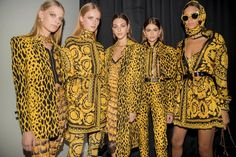 Discover the Women's Spring Summer Collection Fashion Show by Versace. Italian Designer Brands, Italian Fashion Designers, Versace Logo, Versace Versace, Runway Fashion, Fashion Show, Fashion Looks, Womens Fashion, High Fashion