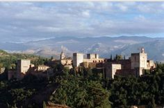 Andalucía enamora ¡Y no es para menos!  Tenemos una tierra maravillosa llena de color, aromas, tradiciones y un patrimonio cultural único en el mundo.  Imposible no enamorarse de unas vistas tan maravillosas como estas.