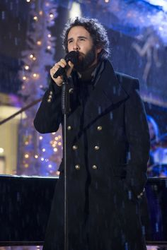 PHOTO: Josh Groban Performs on Tonight's CHRISTMAS IN ROCKEFELLER CENTER on NBC