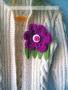 Bellissimo fiore a crochet con le lane d'Abruzzo: http://robertafilavafilava.blogspot.com