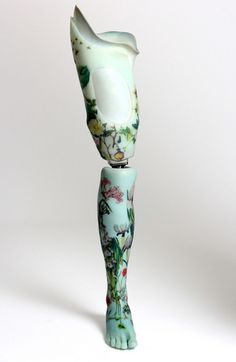 """The """"Alternative Limb Project"""" was born in the mind of the designer Sophie de Oliveira Barata, who had the idea to reconsider the approach of prosthetics, using the regard of art and design, as objects that is shown, not that we try to hide. Orthotics And Prosthetics, 3d Art, Prosthetic Leg, 3d Prints, Female Art, Surrealism, Art Reference, Concept Art, Character Design"""