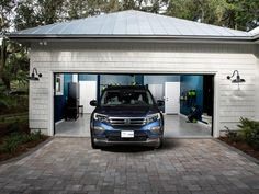 Garage lighting ideas will help you to make a perfect lighting for you and your car. A modern garage should not be just a place of car parking. Find and save ideas about Garage lighting here! Hgtv 2017 Dream Home, Hgtv Dream Homes, My Dream Home, Garage Pictures, Room Pictures, Garage Lighting, Backyard Lighting, Garage Interior, Interior Walls