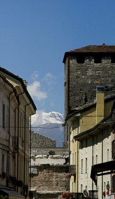 Aosta, Via Sant'Anselmo, Geschlechterturm und Porta Praetoria (medieval tower and Roman gate)   Flickr - Photo Sharing!
