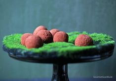 {Vegan & healthy} Schokoladen-Avokado-Trüffel mit Vanille und Tonka-Bohne. Nimm zwei … oder drei oder vier.