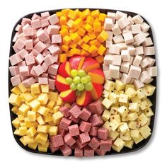 「pepperoni sausage and cheese cubes platter」的圖片搜尋結果 Meat And Cheese Tray, Meat Trays, Cheese Platters, Food Platters, Meat Platter, Cheese Cubes, Party Trays, Snacks Für Party, Appetizers For Party