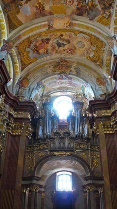 Abbaye de Melk....Autriche, l'entrée et l'orgue de l'église