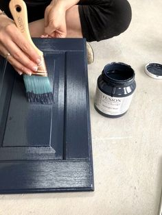 How To Not Get Brush Strokes When Painting is part of painting Tips - A common problem when furniture painting is brush strokes! This post will share how to not get brush strokes when painting furniture or cabinets with Fusion Mineral Paint Diy Mobile, Painting Melamine, Mineral Paint, Mineral Fusion Paint, Painting Cabinets, How To Paint Kitchen Cabinets, Chalk Paint Cabinets, Best Cabinet Paint, Painted Oak Cabinets
