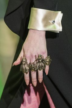 Be dazzled by Pullcast jewelry inspiration. All detail counts. See more pullcast.eu